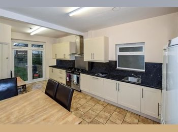 EasyRoommate UK - Double Room in Arthur Road, The Polygon - £400 pcm
