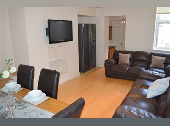 EasyRoommate UK - ONE ROOM AVAILABLE IN A FABULOUS 6 BEDROOM MASIONETTE, Heaton - £355 pcm