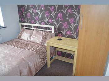 EasyRoommate UK - FIRST MONTH HALF PRICE - DOUBLE ROOM - UB7, Yiewsley - £535 pcm
