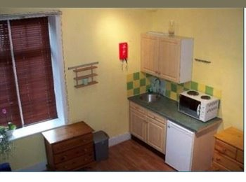 EasyRoommate UK - W4 Double Studio close to Turnham Green Tube , Bedford Park - £600 pcm