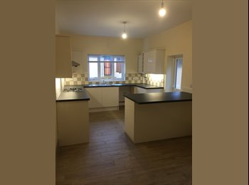 EasyRoommate UK - *********Newly Renovated House - Four Rooms Avail *****, Clay Hill - £525 pcm
