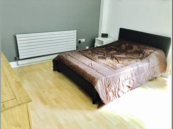 EasyRoommate UK -  Beautiful Large double rooms in lovely Townhouse , St Margarets - £699 pcm