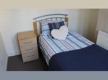 EasyRoommate UK - Student only Room in CV5, Earlsdon - £320 pcm