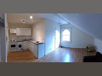 EasyRoommate UK - A Great Value One Bedroom Flat, East Finchley - £1,100 pcm