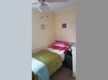 EasyRoommate UK - Fully furnished single room available , Caerau - £360 pcm