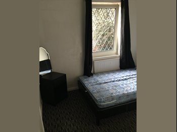 EasyRoommate UK - Double room in nice , clean house , Orchard Park - £410 pcm