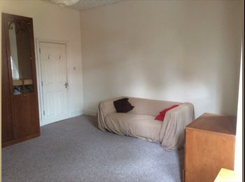 EasyRoommate UK - Fantastic cosy rooms your best accommodation in the a beautiful settings. , Whalley Range - £360 pcm