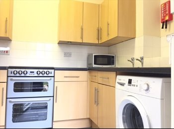 EasyRoommate UK - clean, cosy,  suit young prof,  ground floor garden flat , Catford - £450 pcm