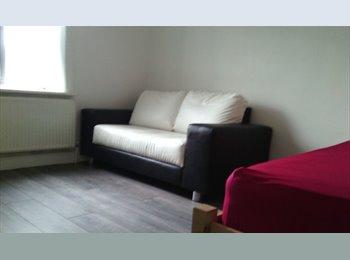 EasyRoommate UK - COZY, QUITE, CLEAN ENVIRONMENT., Huddersfield - £325 pcm