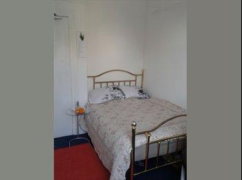 EasyRoommate UK - PEACEFUL CLEAN & COZY., Huddersfield - £303 pcm