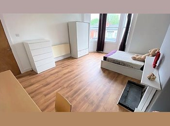 EasyRoommate UK - Amazing House, 2 huge rooms, close to City/Jewellery Quarter, Hockley - £450 pcm