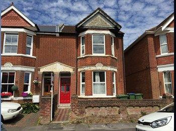 EasyRoommate UK - Amazing House in Shirley - Double Room , Shirley - £450 pcm