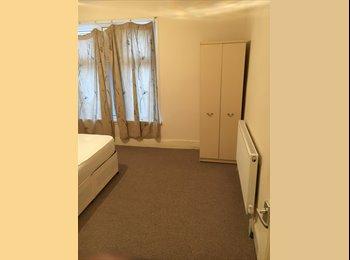 EasyRoommate UK - Ideal location near Jewellery Quarter , Gib Heath - £400 pcm