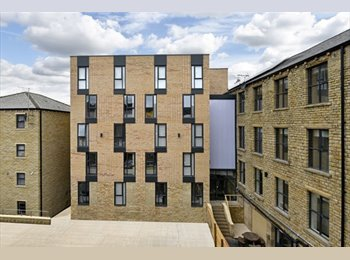 EasyRoommate UK - The Courtyard, ultimate luxury studios and just 5 minutes' walk from the University of Huddersfield, Huddersfield - £541 pcm