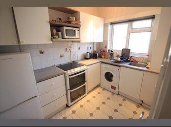 EasyRoommate UK - pleasant and comfortable furnishings, Craigleith - £400 pcm