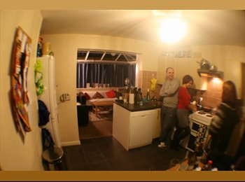 EasyRoommate UK - Large double room walking distance from High Wycombe Train station, High Wycombe - £450 pcm