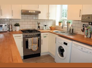 EasyRoommate UK - Double room in shared house, Lee - £650 pcm