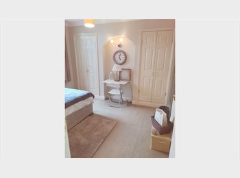 EasyRoommate UK - A beautiful luxury room in a newly refurbished flat! Only three flatmates!, Willesden - £600 pcm