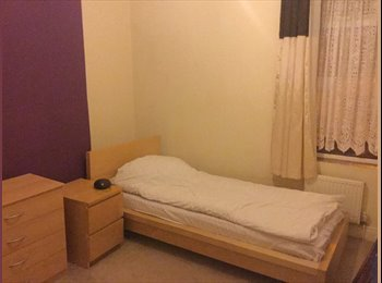 EasyRoommate UK - Female professional looking for live in tenant, Oldbury - £420 pcm