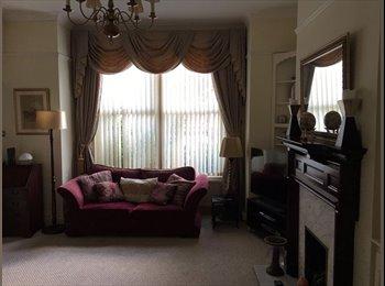 EasyRoommate UK - Room for Rent in South Croydon, Sanderstead - £1,000 pcm