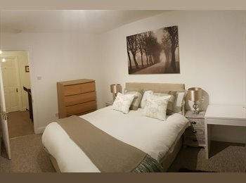 EasyRoommate UK - Double rooms in substantial property BR1 2TY , Southborough - £600 pcm