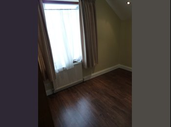 EasyRoommate UK - Double bedroom in lovely friendly house, Shooter's Hill - £500 pcm