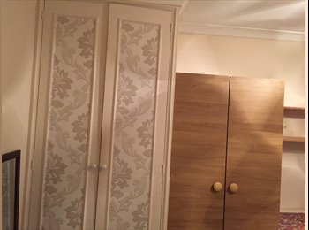 EasyRoommate UK - Room to let close to heathrow, Cranford - £550 pcm