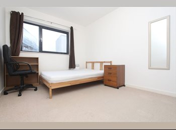 EasyRoommate UK - GORGEOUS DOUBLE ROOM , Limehouse - £910 pcm