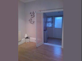 EasyRoommate UK - double room, Seven Sisters - £950 pcm
