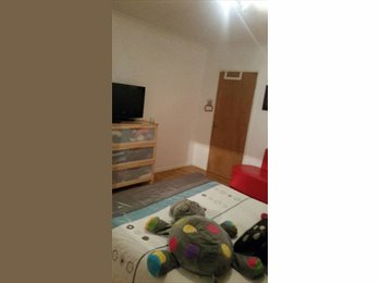 EasyRoommate UK - Single and Double Room near Heathrow ( Hayes), Hayes - £499 pcm