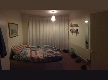 EasyRoommate UK - spacious furnished double bedroom close to amenities, Filton - £400 pcm