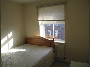 EasyRoommate UK - John St Double Room Modern Townhouse £410p.c.m. all bills incl., Ocean Village - £410 pcm