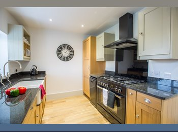 EasyRoommate UK - Exceptional Room With Parking All Bills Included  NO FEES, Eastleigh - £650 pcm