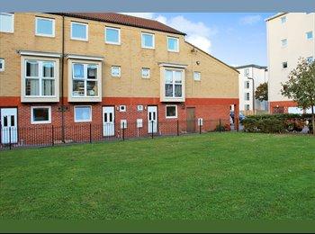 EasyRoommate UK - Flat share Southampton, Ocean Village - £450 pcm