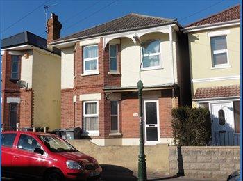 EasyRoommate UK - Looking for housemates in Winton, Ensbury Park - £315 pcm