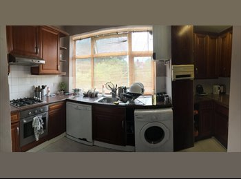 EasyRoommate UK - X SINGLE ROOM WITH DOUBLE MATTRESS IN GOLDERS GREEN AREA ONLY 10 MIN FROM TUBE STATION, Golders Green - £540 pcm