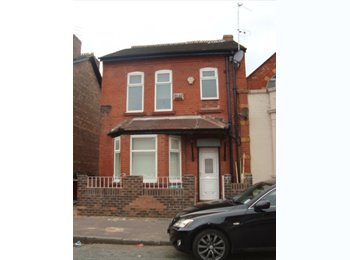 EasyRoommate UK - MASSIVE double room available M14 4WF, Moss Side - £395 pcm