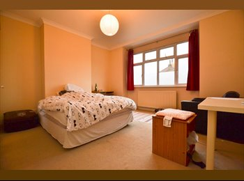 EasyRoommate UK - Massive Double Right By Wimbledon Station!, Wimbledon - £737 pcm