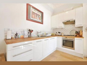 EasyRoommate UK - Cosy Double Bedroom Available !, Kilburn - £910 pcm