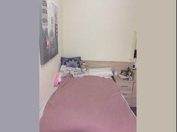 EasyRoommate UK - Comfortable room available in Edgbaston, Ladywood - £403 pcm