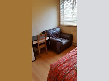 EasyRoommate UK - **LIMEHOUSE-2 BEAUTIFUL ROOMS IN THE SAME FLAT**, Whitechapel - £585 pcm