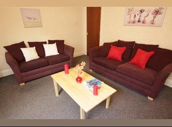 EasyRoommate UK - 16 Ash Road - Student Houseshare, Headingley - £421 pcm