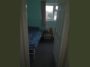 EasyRoommate UK - room to let, Lawrence Weston - £450 pcm