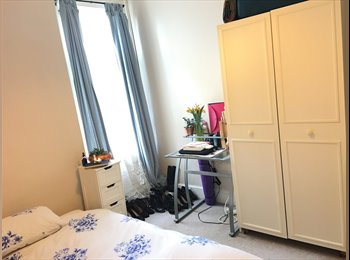 EasyRoommate UK - LARGE SUNNY DOUBLE ROOM ONLY A FEW MINUTES FROM HOVE STATION.RESIDENTIAL  QUIET TREE LINED STREET, N, Hove - £560 pcm