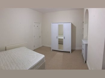 EasyRoommate UK - ** Three double bedrooms available - NN1 **, Cliftonville - £425 pcm