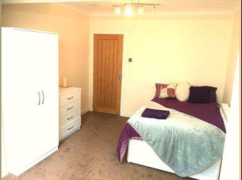 EasyRoommate UK - Outstanding Moseley Home, Seeing Is Believing , Moor Green - £495 pcm