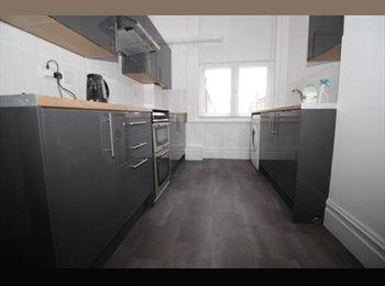 EasyRoommate UK - Newly refurbished 5 bedroom flat , Southsea - £400 pcm