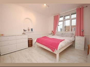 EasyRoommate UK - We have 2 rooms available in a beautiful home located in the idyllic village of Ravenshead. Large ga, Mansfield - £350 pcm