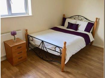 EasyRoommate UK - A Comfy Modern Bedsit in Bletchley, Milton Keynes - £520 pcm