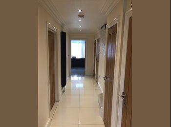 EasyRoommate UK - ROOMS TO BE RENTED FROM NOW IN A LUXURY HOUSE !, Woodlands - £700 pcm